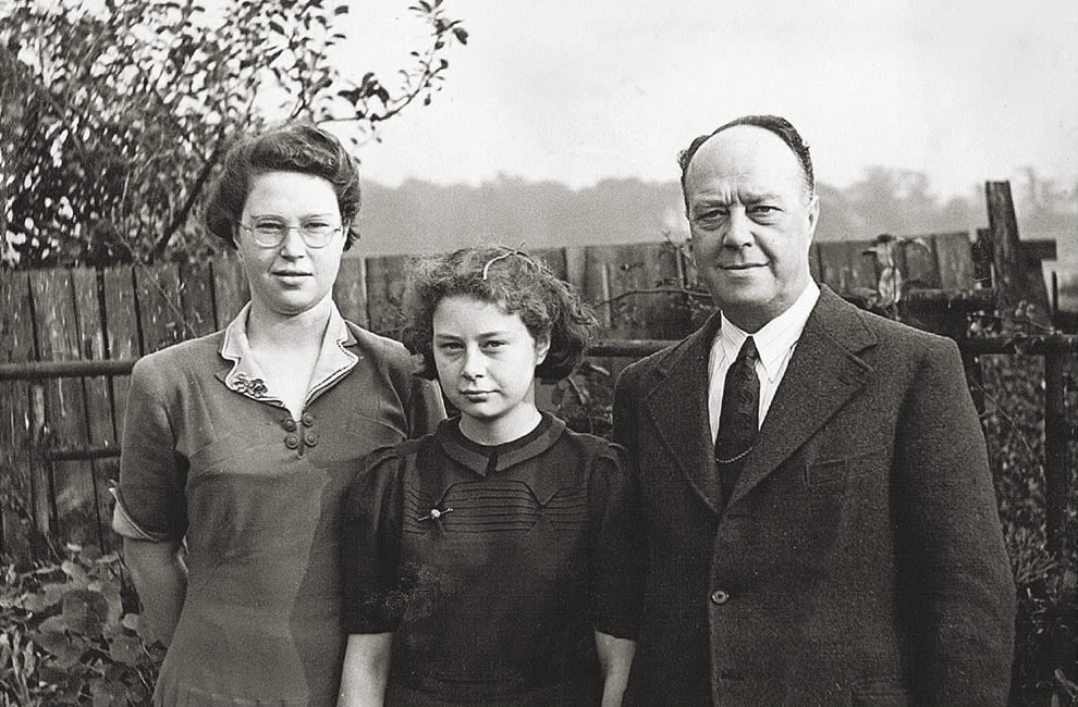 Charles Henry Drake and his two daughters Jeane and Shirley